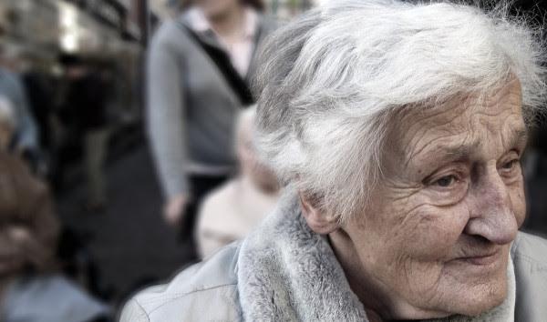Στοιχεία-σοκ για το δημογραφικό: Η Ελλάδα γερνά- Μέχρι το 2050 περισσότεροι θάνατοι από τις γεννήσεις
