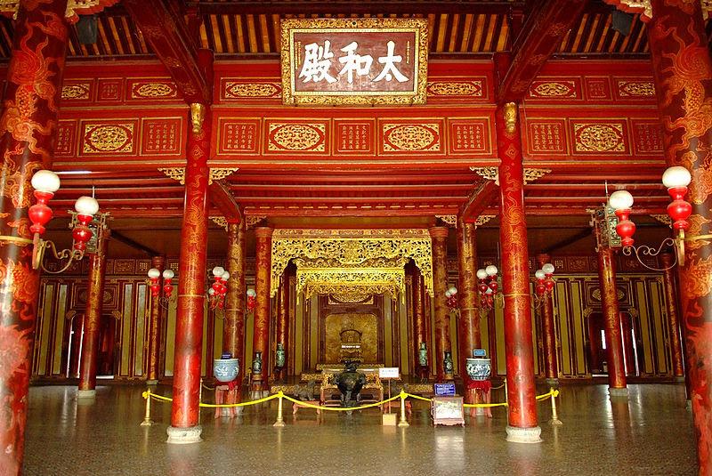 File:Bên trong điện Thái Hòa(1).jpg