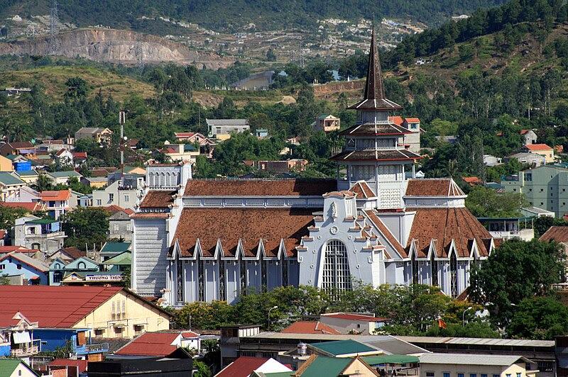 File:Nhà thờ Dòng Chúa Cứu Thế, Huế1.jpg