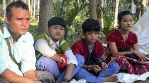 Cha, anh em và Naw Neela Oo