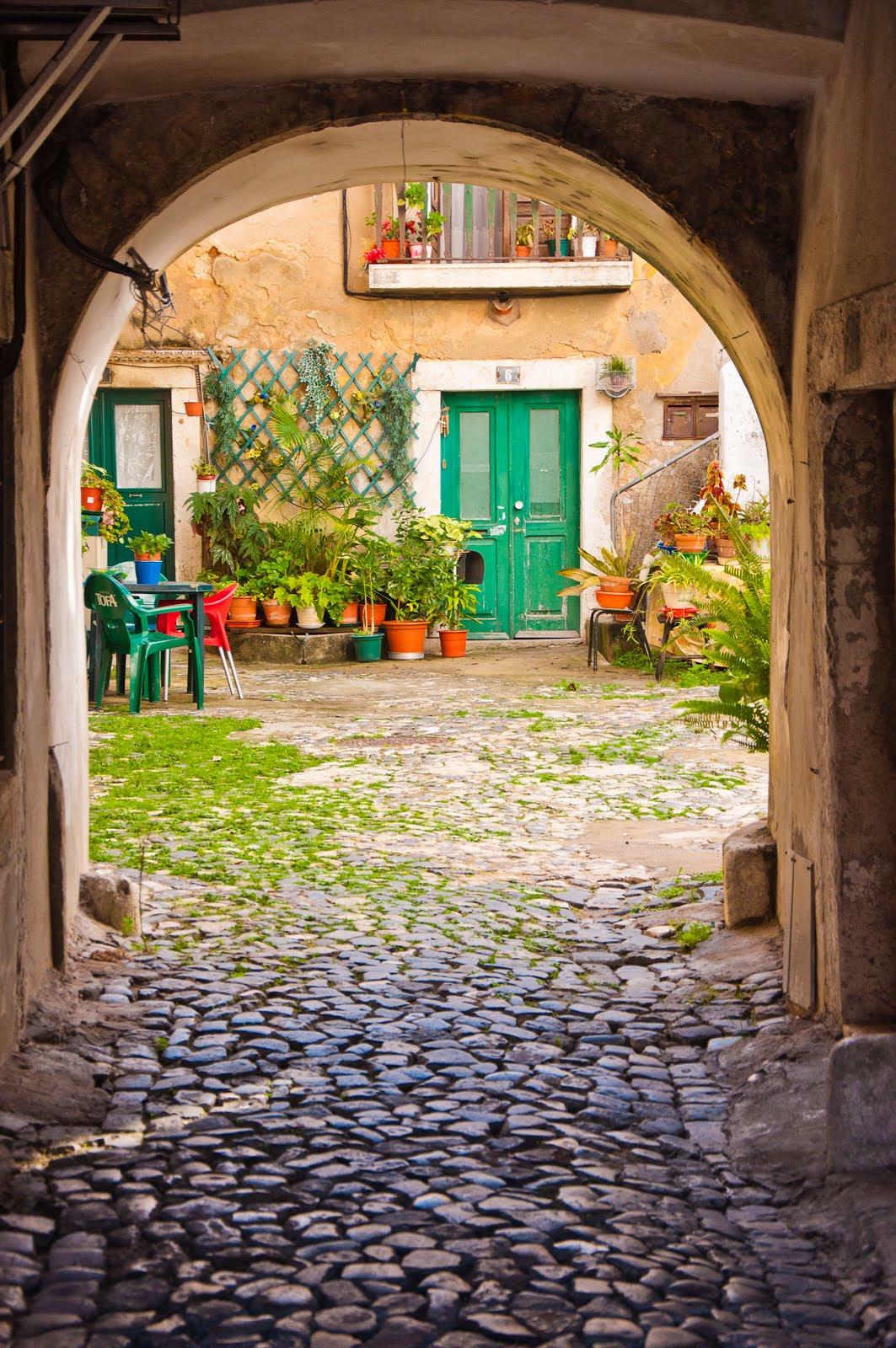 Resultado de imagen de calles antiguas de lisboa