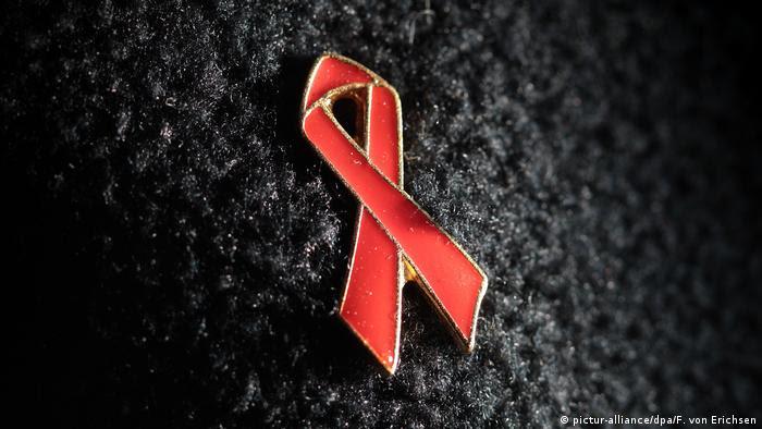 Aids-Schleife Welt-Aids-Konferenz 2018 (pictur-alliance/dpa/F. von Erichsen)