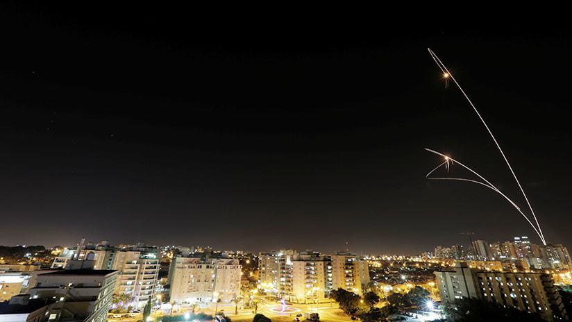 VIDEO: El momento exacto en que un autobús israelí es alcanzado por un misil desde Gaza