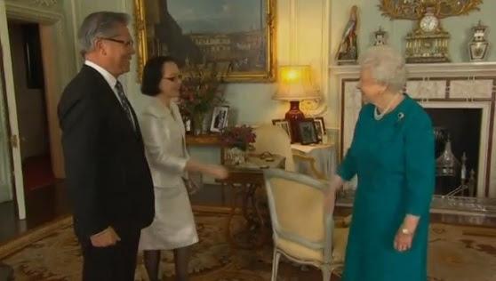 Nữ Hoàng Anh tiếp kiến toàn quyền tiểu bang Nam Úc Lê Văn Hiếu