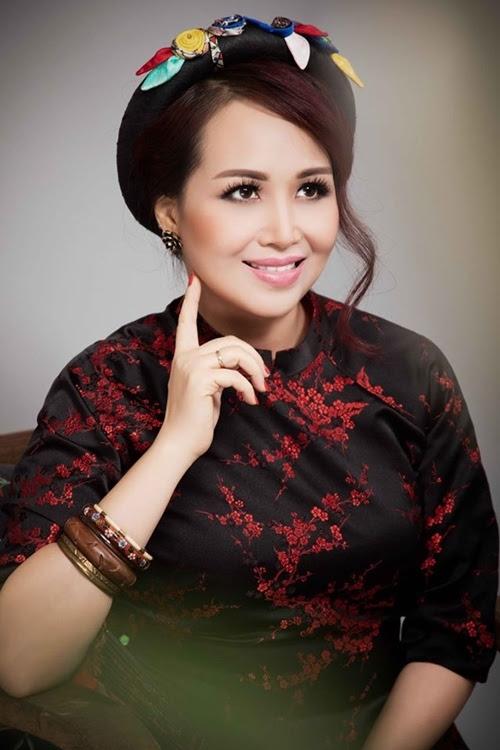 Ngỡ ngàng nhan sắc U50 của Hoa hậu biết nhiều ngoại ngữ nhất