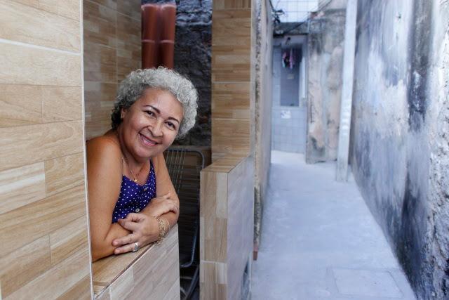 Beco onde Dilce Miranda mora ganhou novo nome e agora se chama Vila Sá e Souza, depois de ação de pavimentação encabeçada pelo movimento Setubalize. Crédito: Shilton Araujo/Esp.DP (Crédito: Shilton Araujo/Esp.DP)