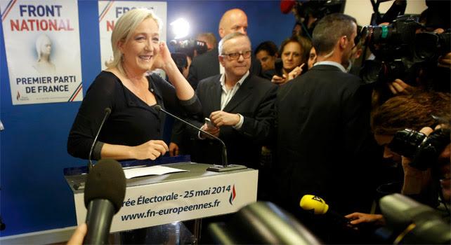 Una sonriente Marine Le Pen valora ante los medios los resultados de las elecciones europeas.