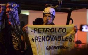 Activistas de Greenpeace | Foto retomada de Desinformémonos