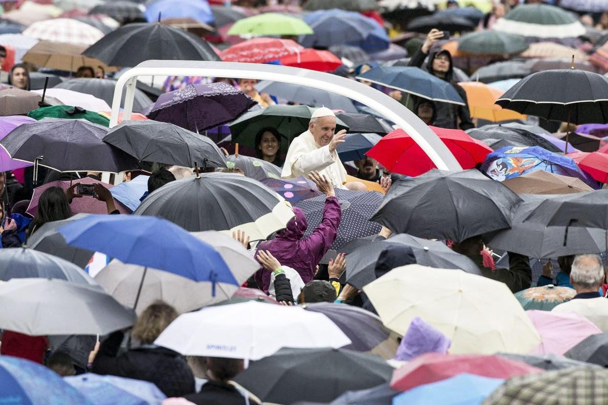 """El papa Francisco: """"Hay quien siente compasión por animales, pero se olvida del vecino"""""""