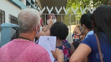 Retomada de atendimento presencial do INSS tem filas e reclamações pelo país