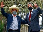 """El jefe de Estado saliente calificó como """"cordial"""" el encuentro con Castillo, del partido progresista Perú Libre."""