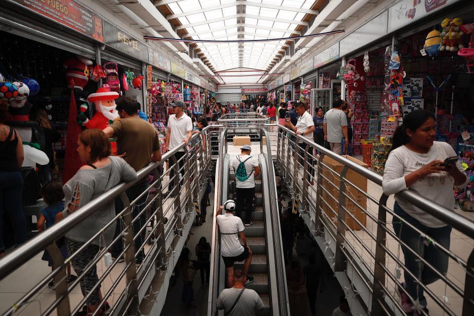 Navidad austetera en un shopping de Santiago