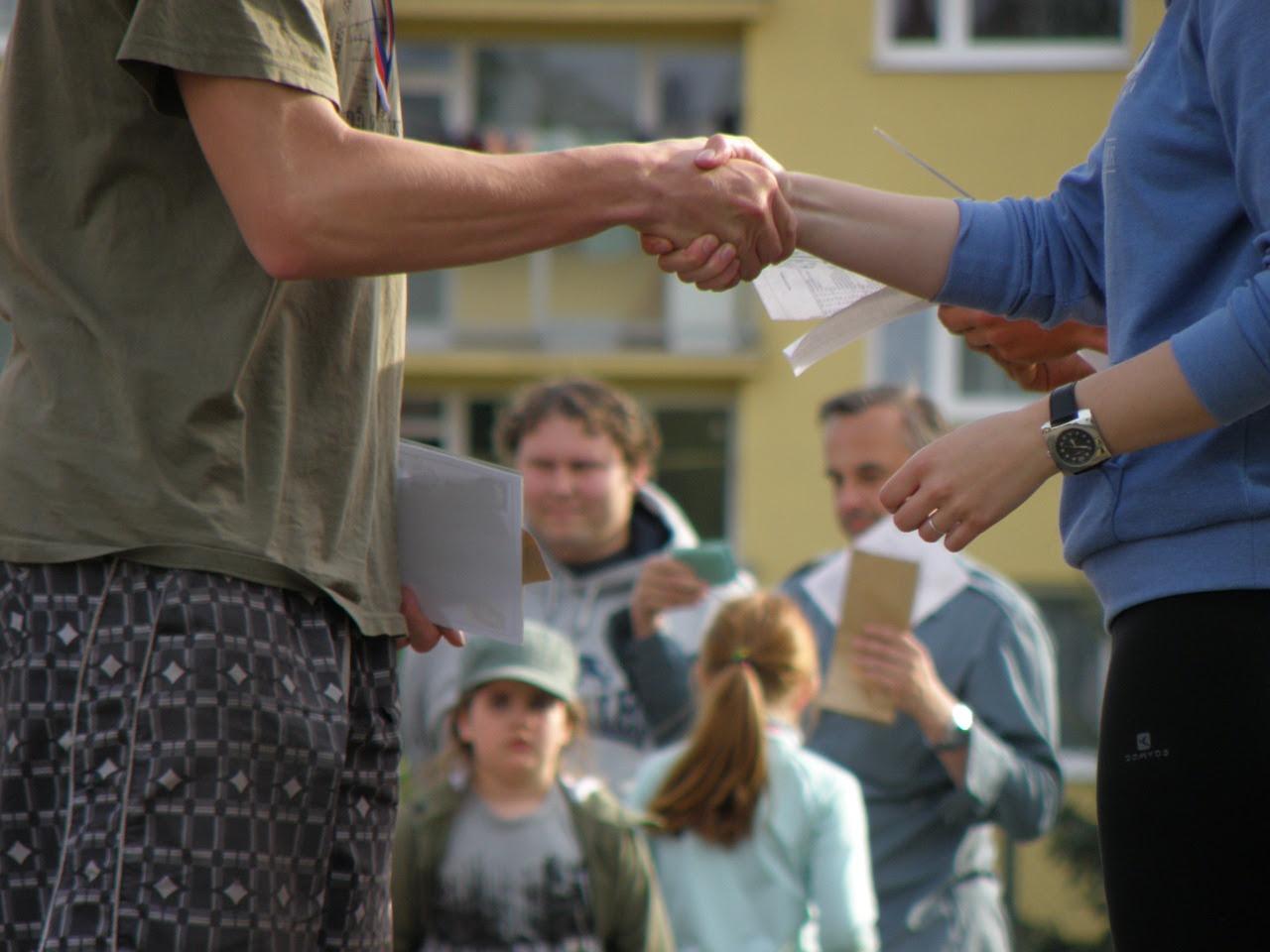 handshakes-930181_1280.jpg