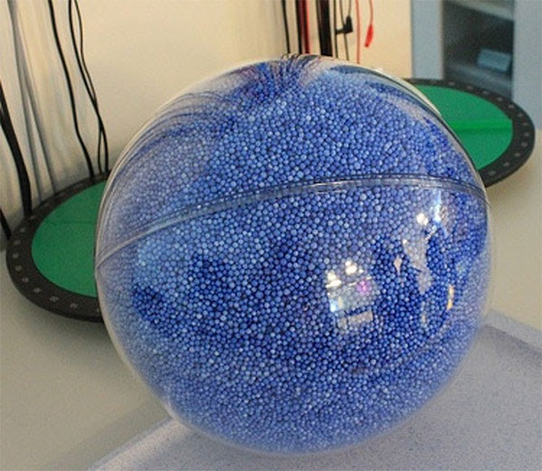Hình ảnh minh họa cho thấy số lượng Trái Đất có thể nhét vừa bên trong một Mặt Trời.