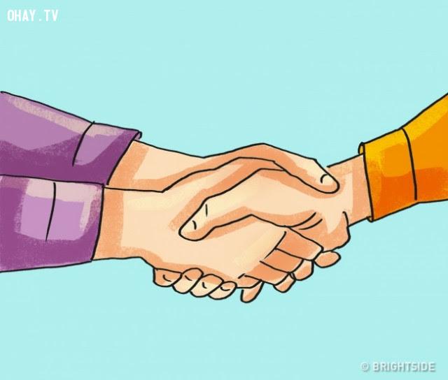 11. Bắt tay với cả hai tay,thủ thuật tâm lý,mẹo tâm lý,tâm lý học,ngôn ngữ cơ thể