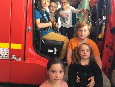 Quel plaisir de monter dans un camion de pompier!