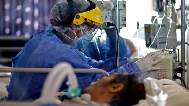 Média de mortes por covid-19 tem queda de 32% em um mês no país