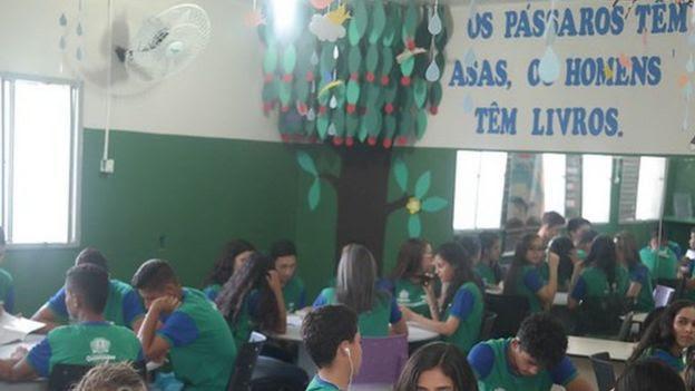 Alunos participando das oficinas do projeto Desengaveta Meu Texto