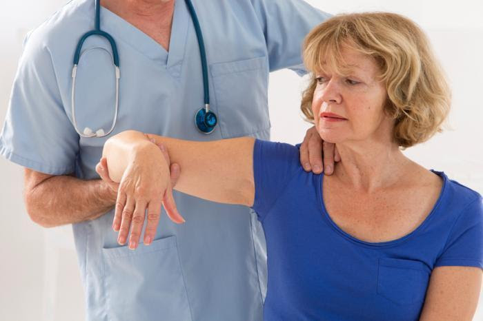 doctor evaluating personal injury victim