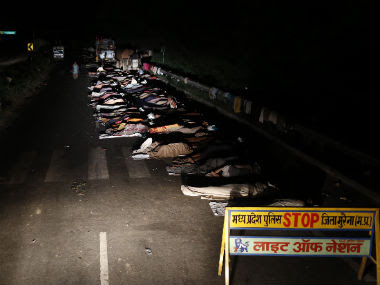 Farmers sleep on the national highway during the 'Jan Satyagraha' march at Morena district of the central Indian state of Madhya Pradesh in this 2012 file photo. Reuters