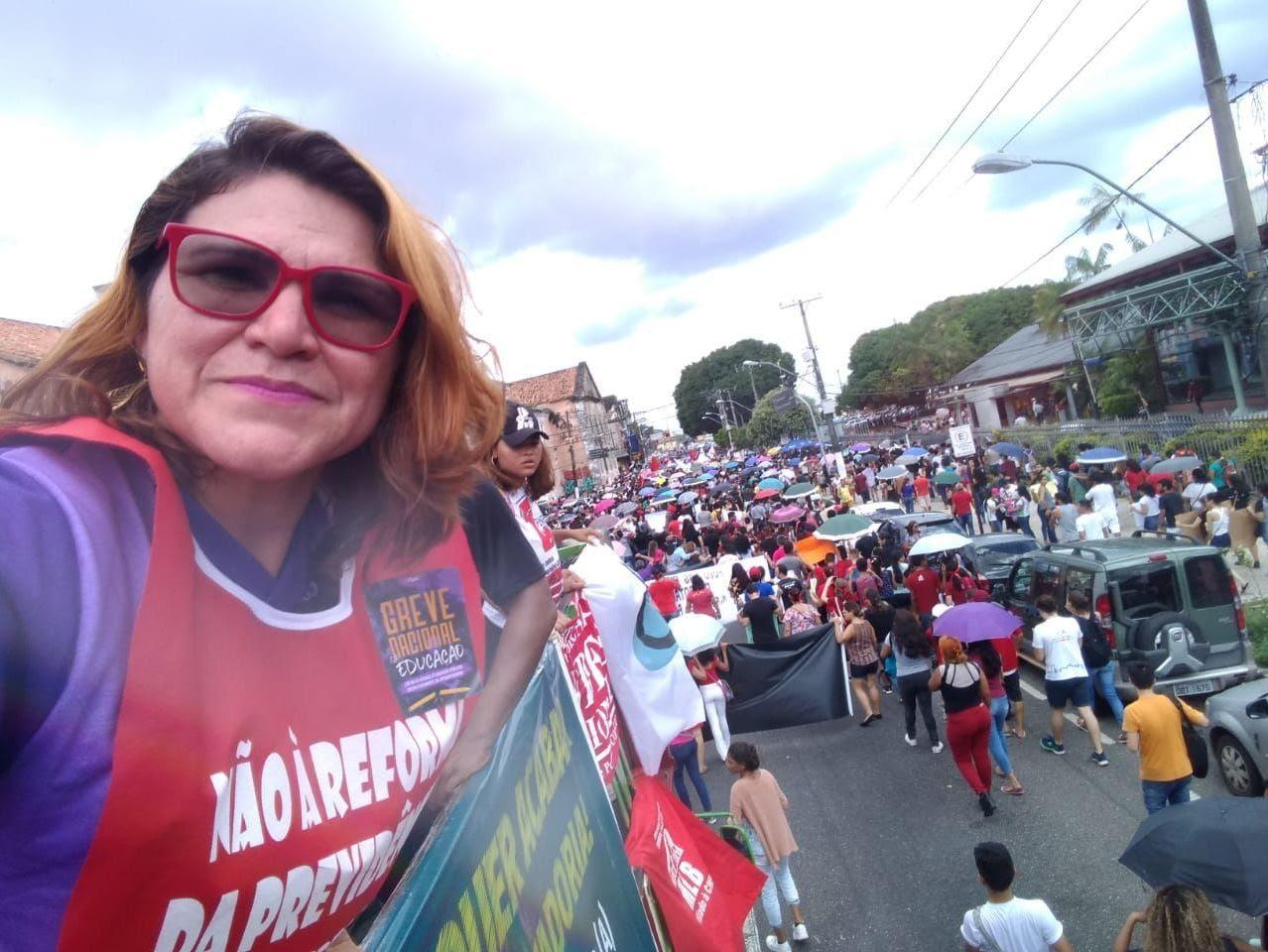 Silvia Leticia, de la Sindicato de Trabajadores de la Educación Pública de Belém, durante una marcha contra los recortes presupuestales