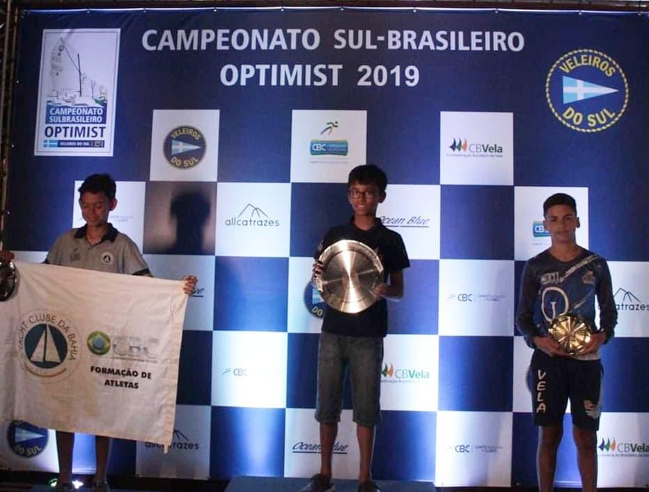 Gabriel Debeluck conquistou o 1º lugar na categoria juvenil e a sexta colocação geral entre os estreantes do 41º Sul-Brasileiro de Optimist.