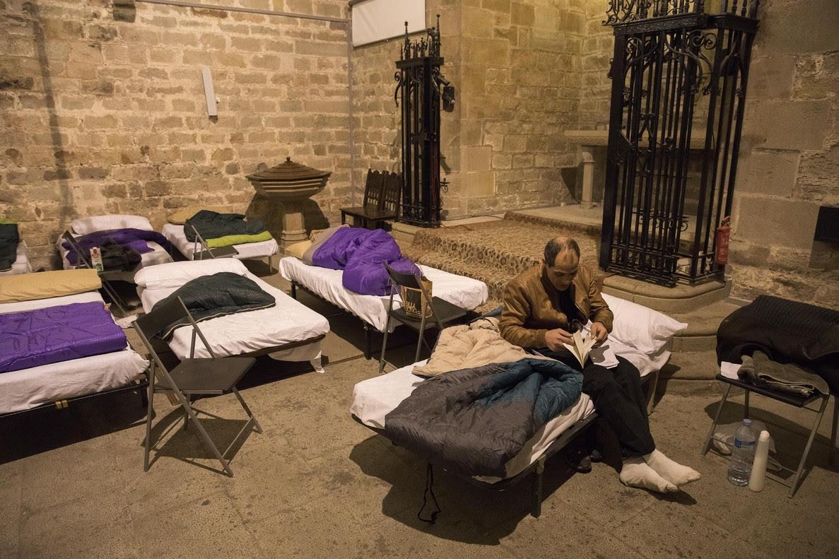 La parroquia de Santa Anna abre de noche para acoger a indigentes