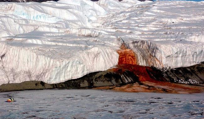 Thác máu ở Nam Cực