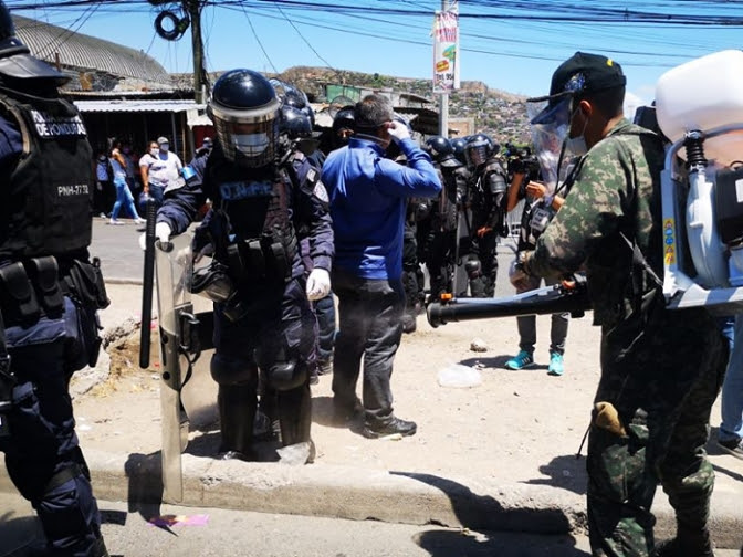 Autoritarismo y hambre: Ciudadanía  en busca de la alimentación y medicamentos enfrentan detenciones por toque de queda