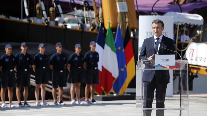 """VIDEO. """"Nos pays ne peuvent accueillir l'ensemble des femmes et des hommes qui cherchent à venir vivre dans nos pays"""", estime Emmanuel Macron"""
