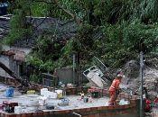 Equipos de rescate continúan las labores de búsqueda en barrios de Belo Horizonte.