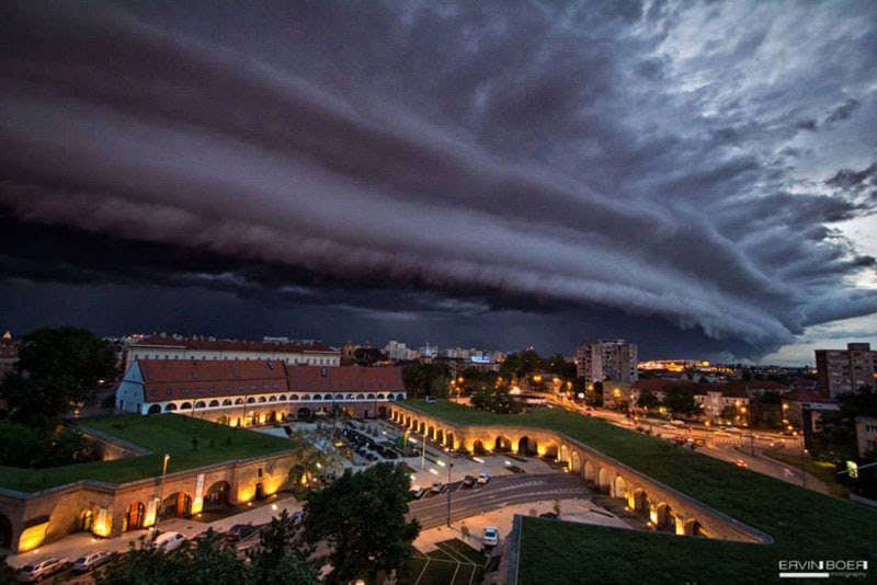 http://twistedsifter.com/2013/06/shelf-cloud-over-timisoara-romania/