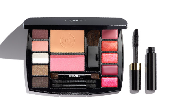 TRAVEL MAKEUP PALETTE An adventure-ready makeup palette packed with the essentials for the woman on the go.