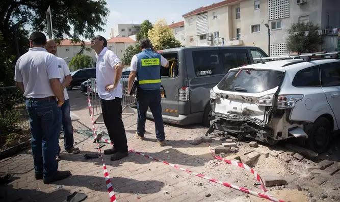 Место падения одной из ракет в Сдероте