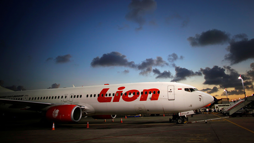 Un avión de Lion Air con 185 personas a bordo se estrella en Indonesia