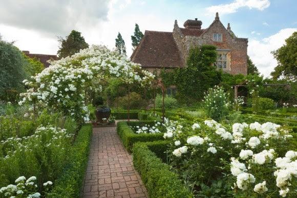 White garden at Sissinghurst Caste