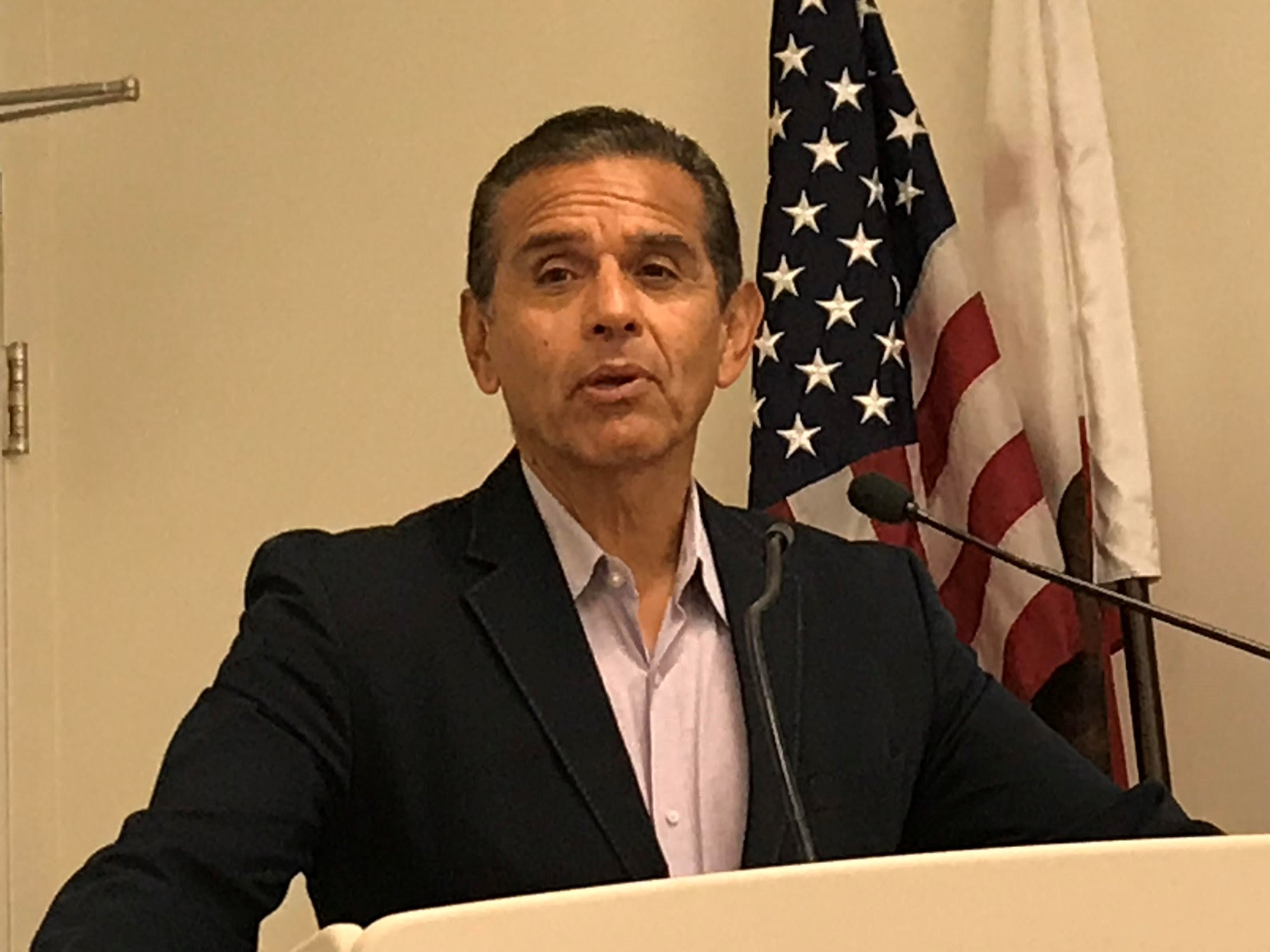 villaraigosa_meeting2.jpg