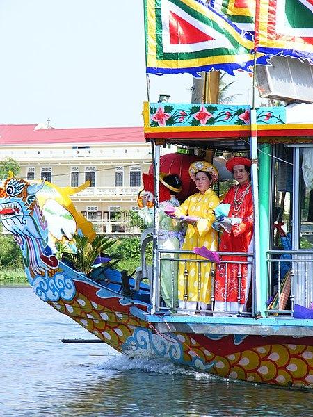 File:Festival Huế.jpg