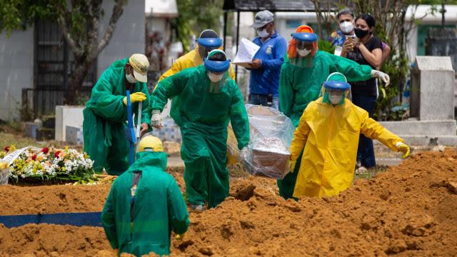 Brasil registra média móvel de 1 mil mortes por covid-19 nesta quinta-feira