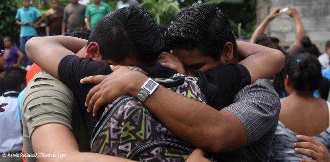 Parientes y amigos de Marvin López, que recibió un disparo durante los enfrentamientos con la policía antidisturbios y miembros de la juventud sandinista, asisten a su funeral en Masaya © Marvin Recinos/AFP/Getty Images