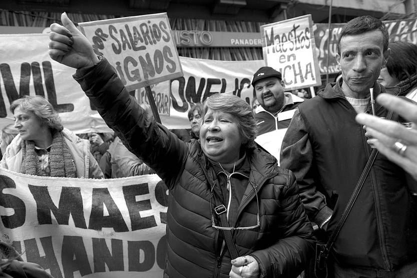 Movilización de los sindicatos de la enseñanza, el jueves, en el Ministerio de Economía y Finanzas. Foto: Santiago Mazzarovich