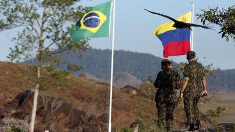 Soldados del ejército brasileño se ven en la frontera con Venezuela, en Pacaraima, Brasil, 25 de febrero de 2019.