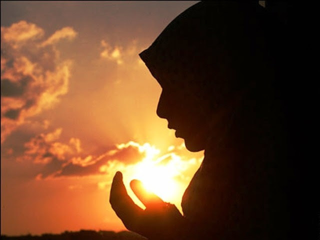 Silhout_Muslim-woman-praying.jpg