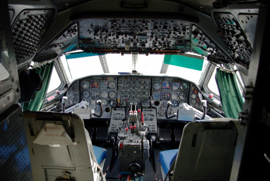http://www.laboiteverte.fr/21-cockpits-davions/15-cockpit-avion-sud-aviation_caravelle_-_cockpit_maa/