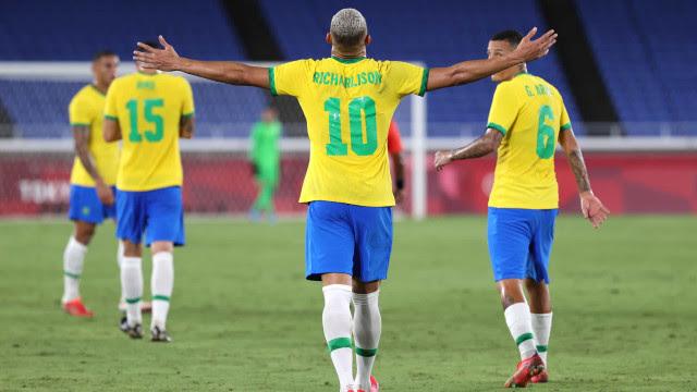 Brasil toma susto, mas vence Alemanha na estreia com três de Richarlison