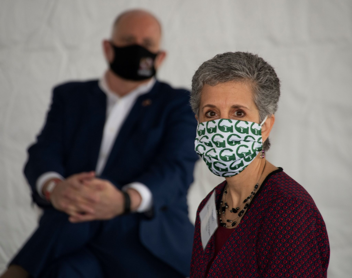 Proud to wear my Gaithersburg mask as Gov. Hogan & I toured the labs at Novavax.
