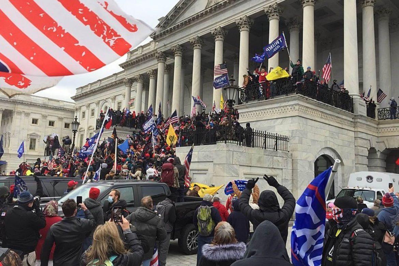 seguidores-trump-extrema-derecha-democracia-estados-unidos-capitolio-jorge-mantilla-1170x780