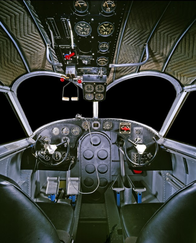 http://www.laboiteverte.fr/21-cockpits-davions/10-cockpit-avion-grumman-g-21/