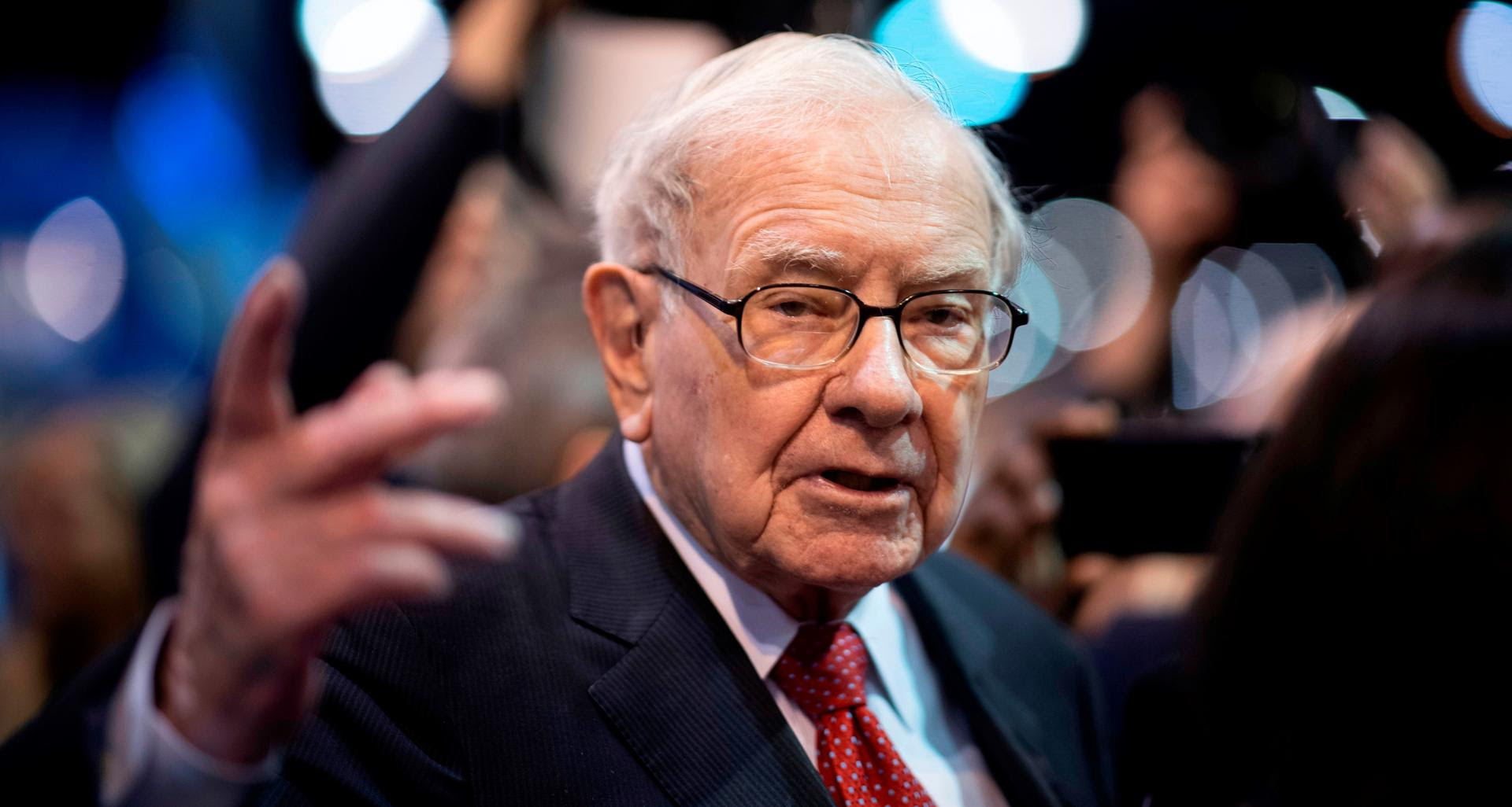 Warren Buffett, CEO of Berkshire Hathaway, speaks to the press as he arrives at the 2019 annual shareholders meeting in Omaha, Nebraska, May 4, 2019. Photo: JOHANNES EISELE/AFP via Getty Images
