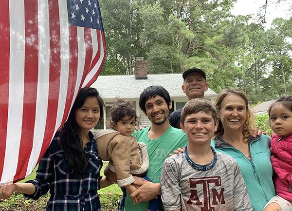 Cùng gia đình Naw Moon đoàn tụ tại Mỹ